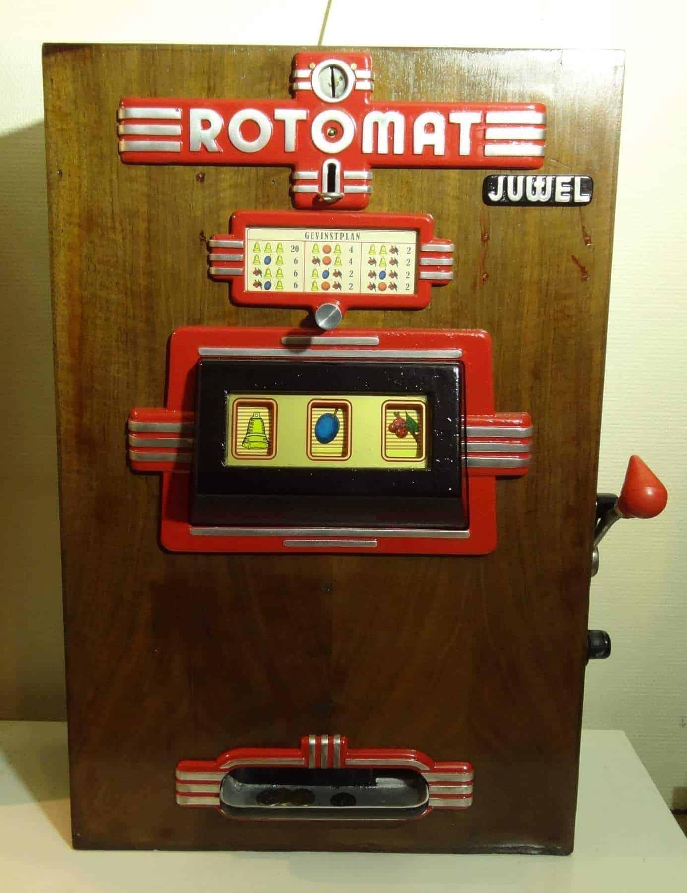 Fra fysiske maskiner til software – Restaurering af automater